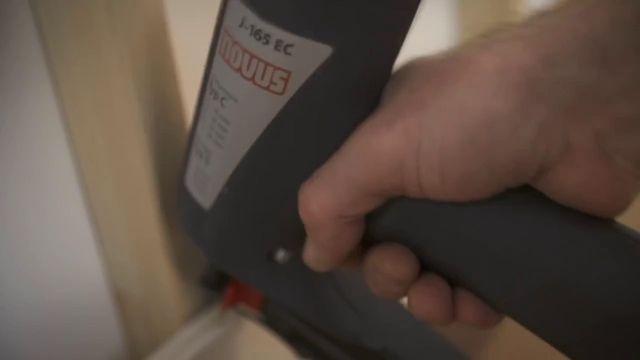 Novus präsentiert: So schnell baut man mit einem Tacker eine Panel-Wand auf.