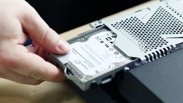 Playstation 4 Festplatte wechseln, SSHD einbauen - Workshop